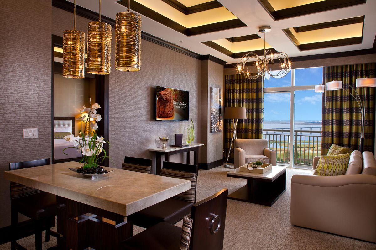 Hotels_Resorts_11.jpg