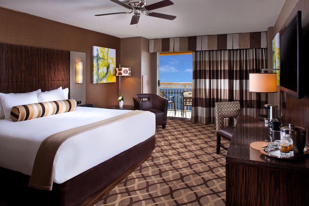 Hotels_Resorts_08.jpg