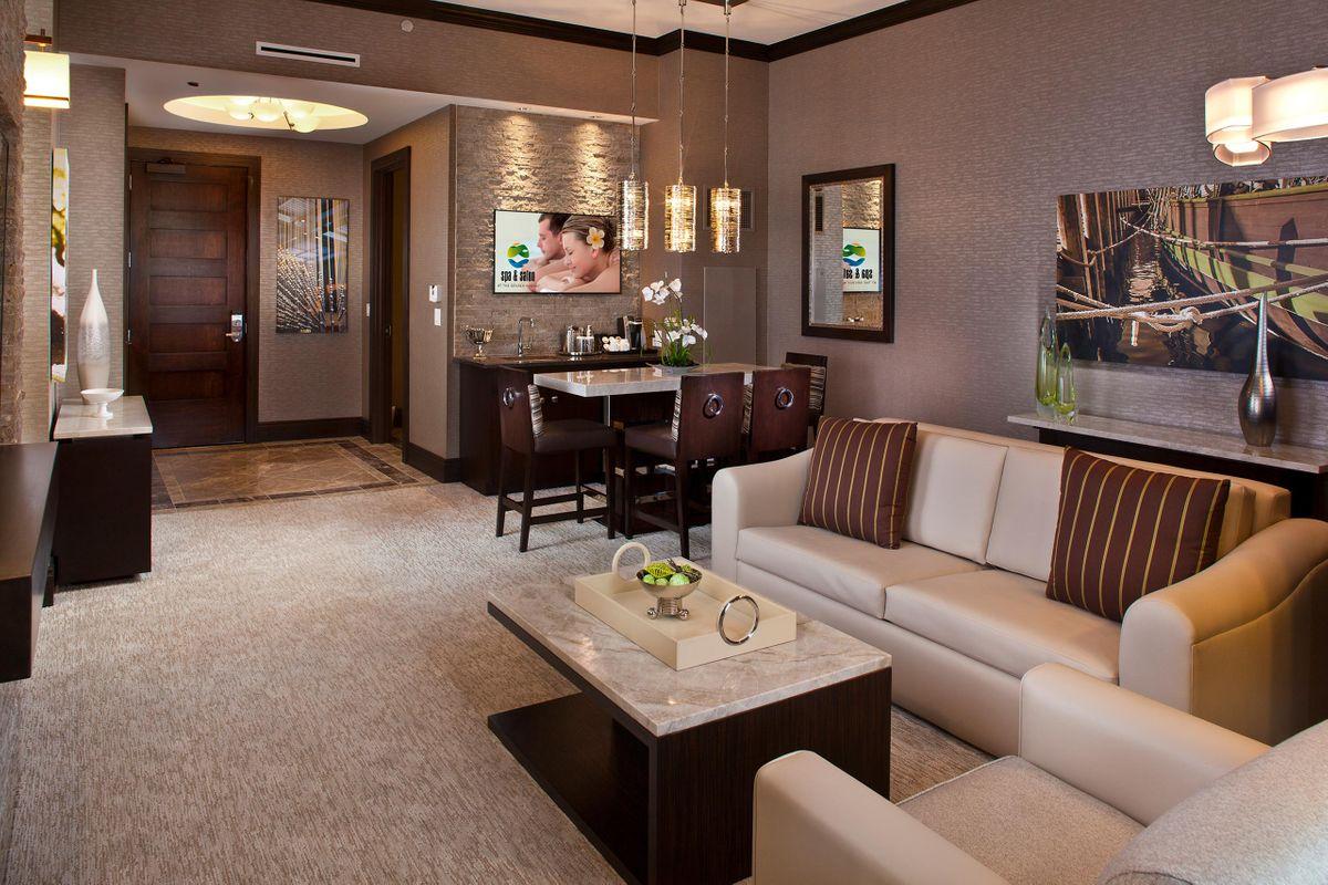 Hotels_Resorts_13.jpg