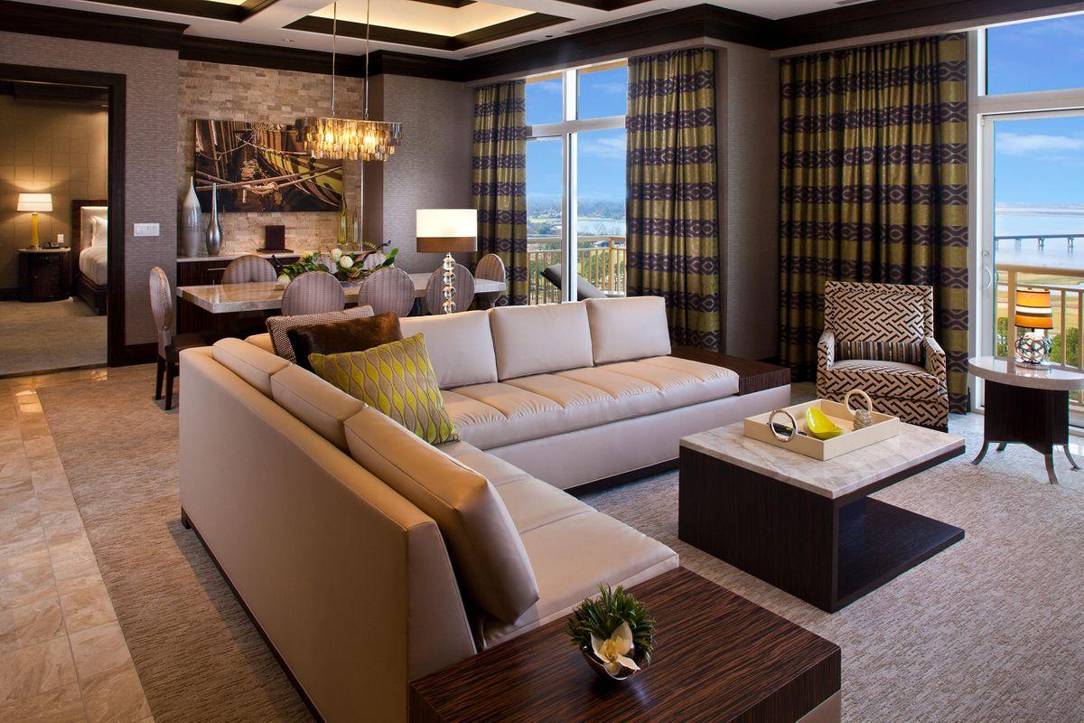 Hotels_Resorts_12.jpg