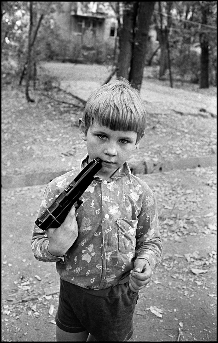 1boy_with_a_gun_almaty_1995_f_k95_p26