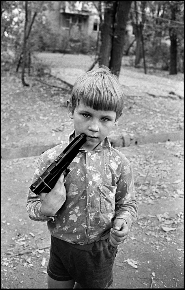 1_0_758_1boy_with_a_gun_almaty_1995_f_k95_p26.jpg