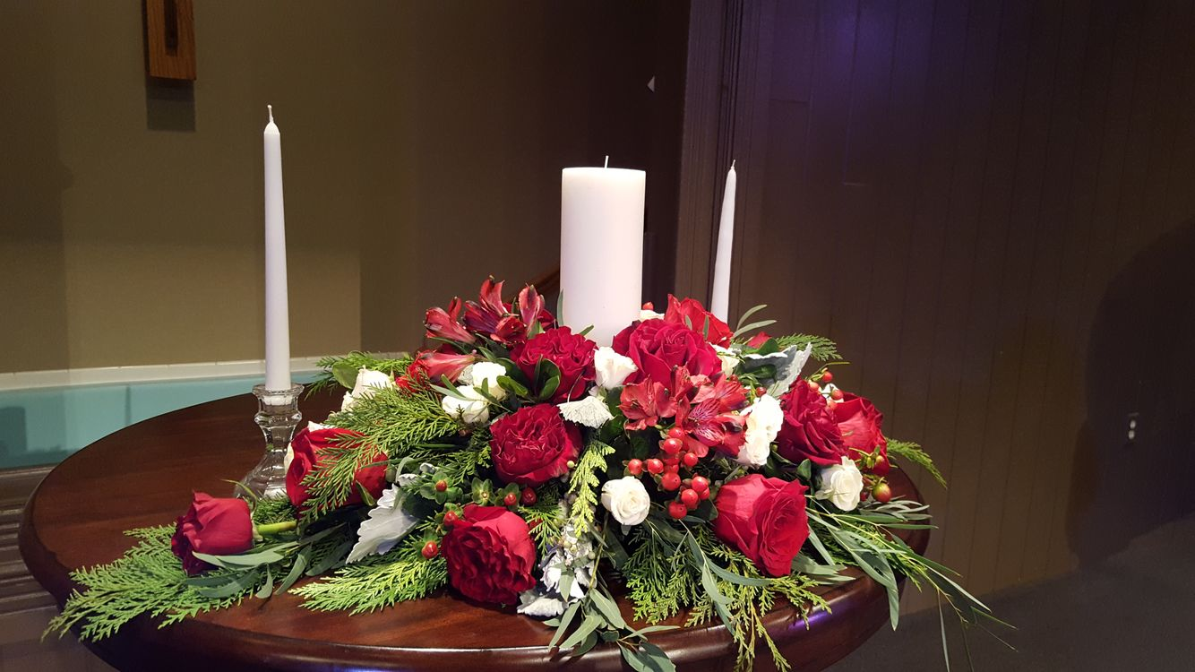 Red Rose Candle Arrangement