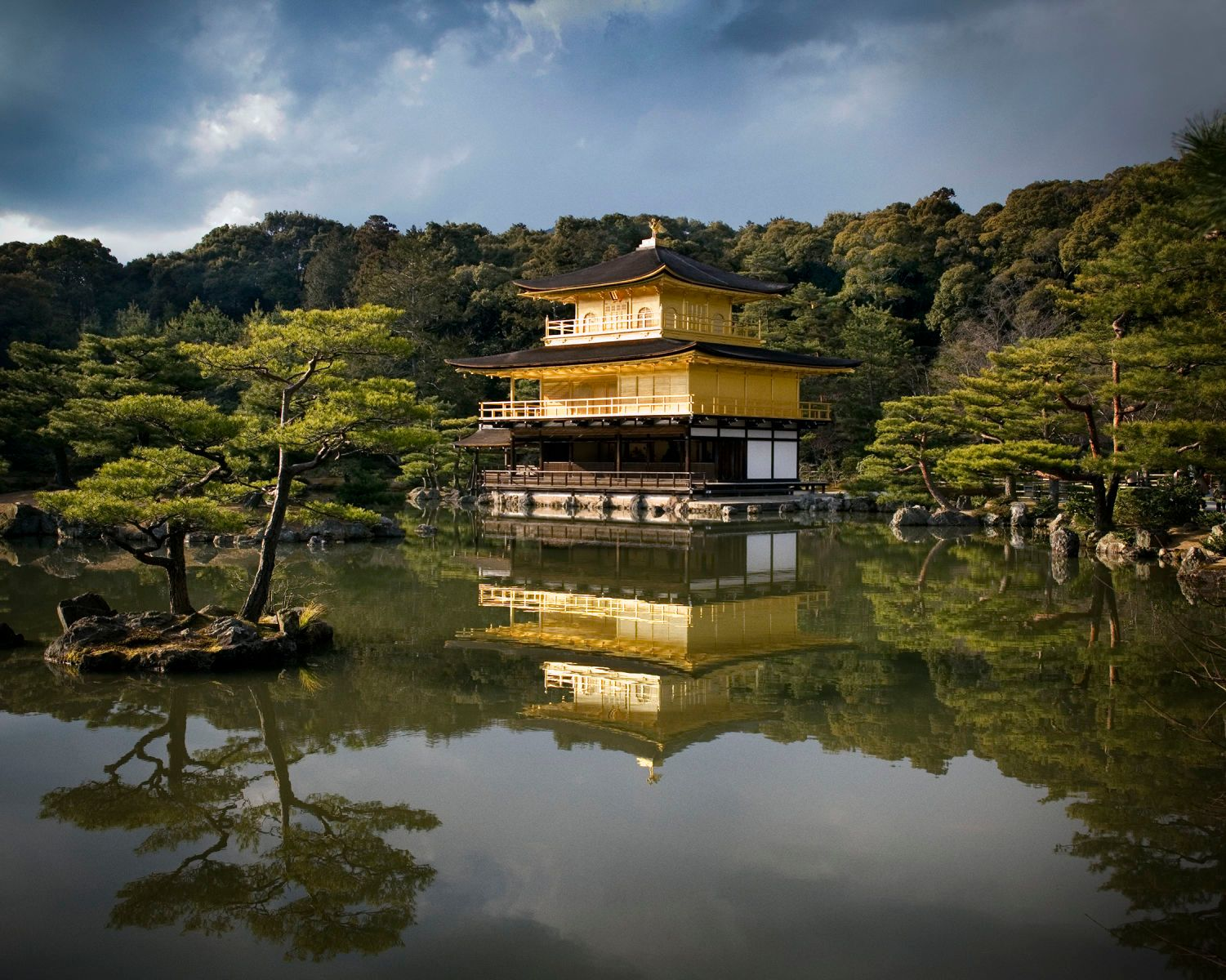 1japan_kyoto_golden_pavillion_1800px.jpg