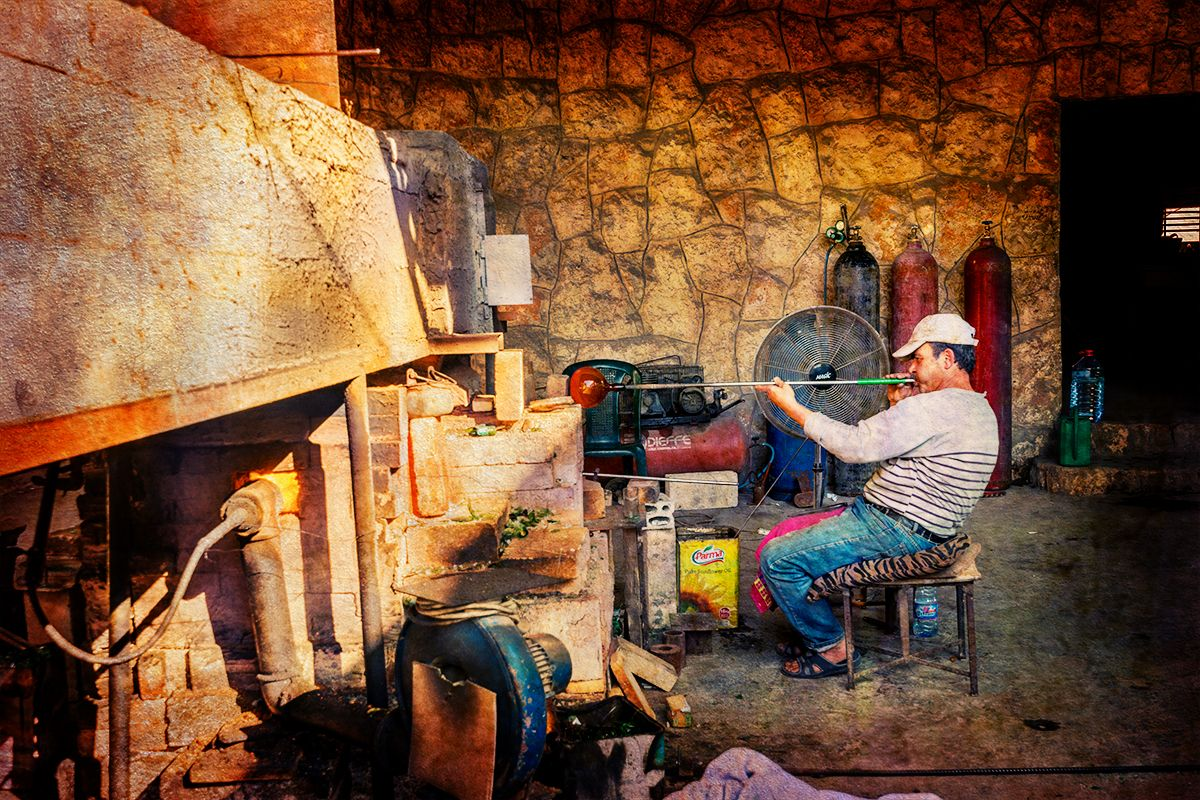 Last glass blower of Phoenicia