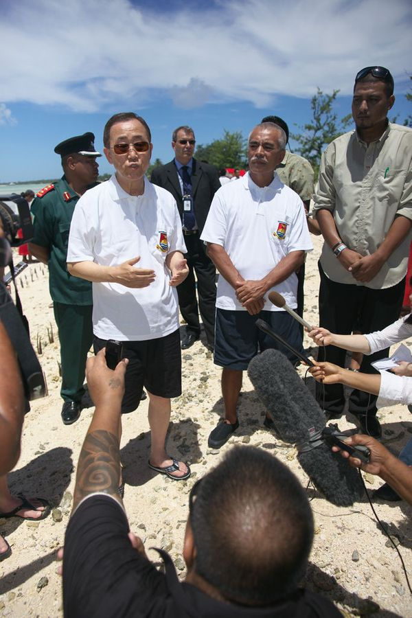 The UN Secretary-General and Kiribati President Tong at interview