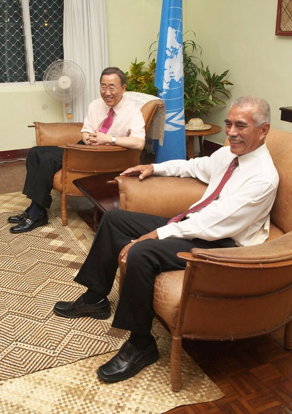 The UN Secretary-General and Kiribati President Tong