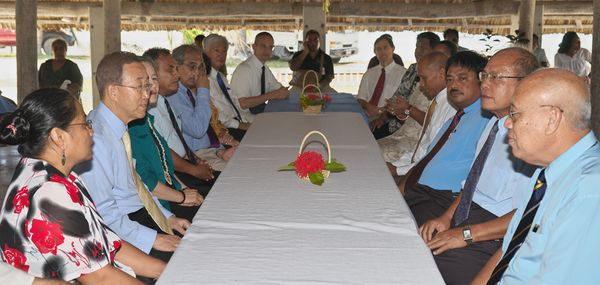 The UN Secretary-General with Kiribati MPs