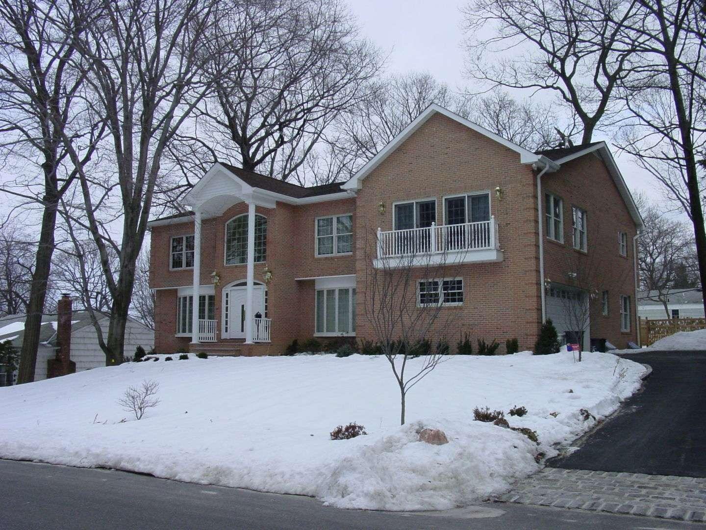ResidenceEast Hills, NY