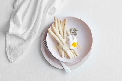 Food styling by Monica Mariano.  Prop styling by Erin Riley. Photography Erika Lapresto.