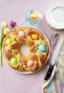 Pane De Pasqua styled by @monicafoodstylist⁠ for @hannafordmkts Prop styling @vincentrussodesigns Photo @adamdetour
