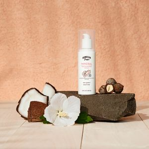 Prop styling by @stylesassy for Hawaiian Tropic.
