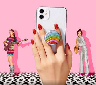 Makeup and hair by Kristy Strate for Pop Sockets.  Production by Very Rare  and photos by  Jenna Gang.