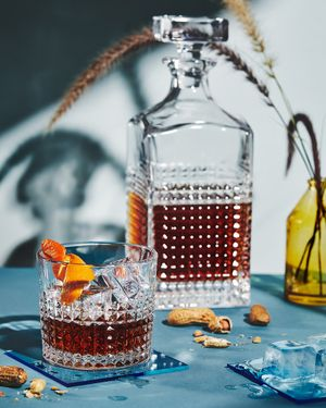 Drink styling by Laura Kinsey Dolph. Photography by  Leslie Grow .