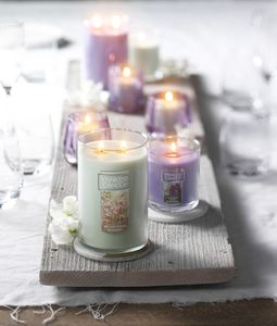 Prop Styling by Erin Riley for Yankee Candle. Art Direction by Lauren Niles