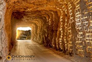 Mount_rushmore_tunnel_002_395.jpg