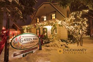 Garden Wall Snowfall