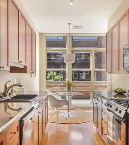 08_324-N-Jefferson_Unit-302_177_Kitchen-w-Breakfast-Nook_Web.jpg