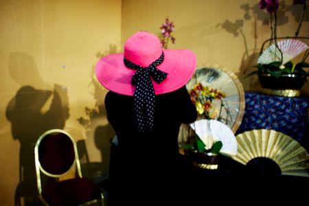 1mariodelopez_com_pink_hat.jpg