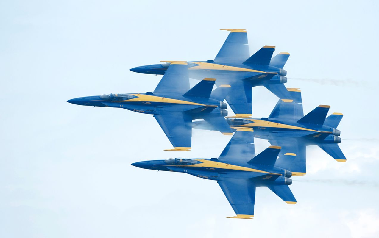 Blue Angels F-18 Superhornets doing high speed tight maneuvers