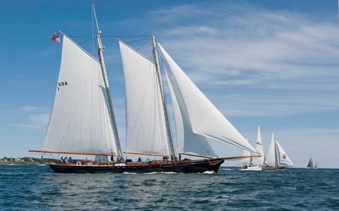 America and the Spirit of Bermuda at the Newport to Bermuda Start 2016