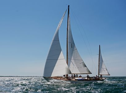 Santana Heading for the Finish at the Opera House Cup in Nantucket, MA