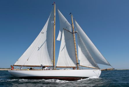 Schooner Brilliant Racing by at the Opera House Cup