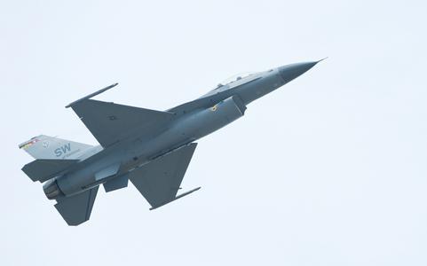 F-16 Viper East Coast Demo Team at Quonsett airshow