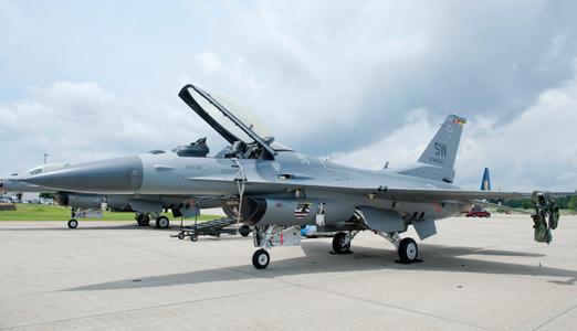 Viper F16 from the East Coast Demo Team at Quonsett Airshow