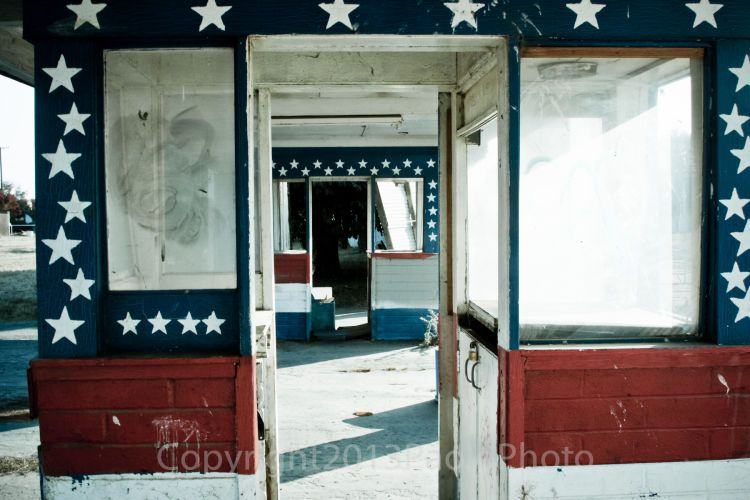 Abandoned Porterville Drive-In Movie Theater Booth-paolophoto.com/theater/booth/photo.jpg