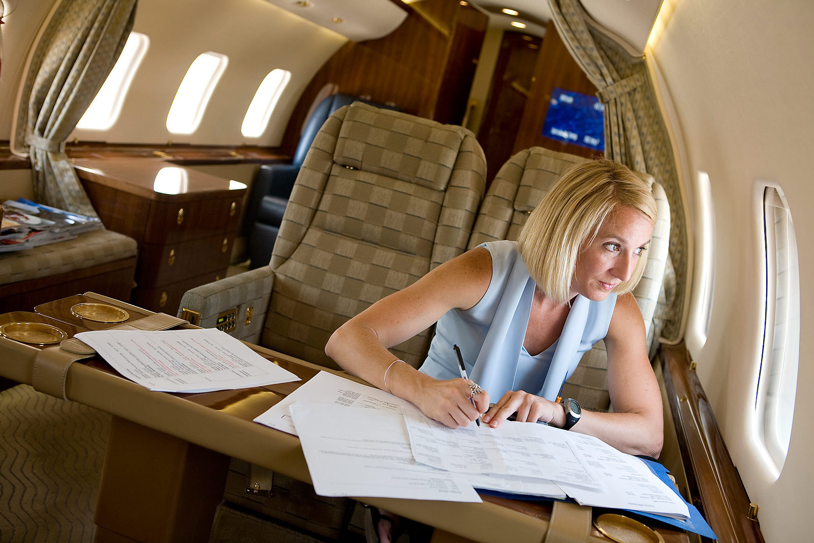 1plane_woman_working.jpg