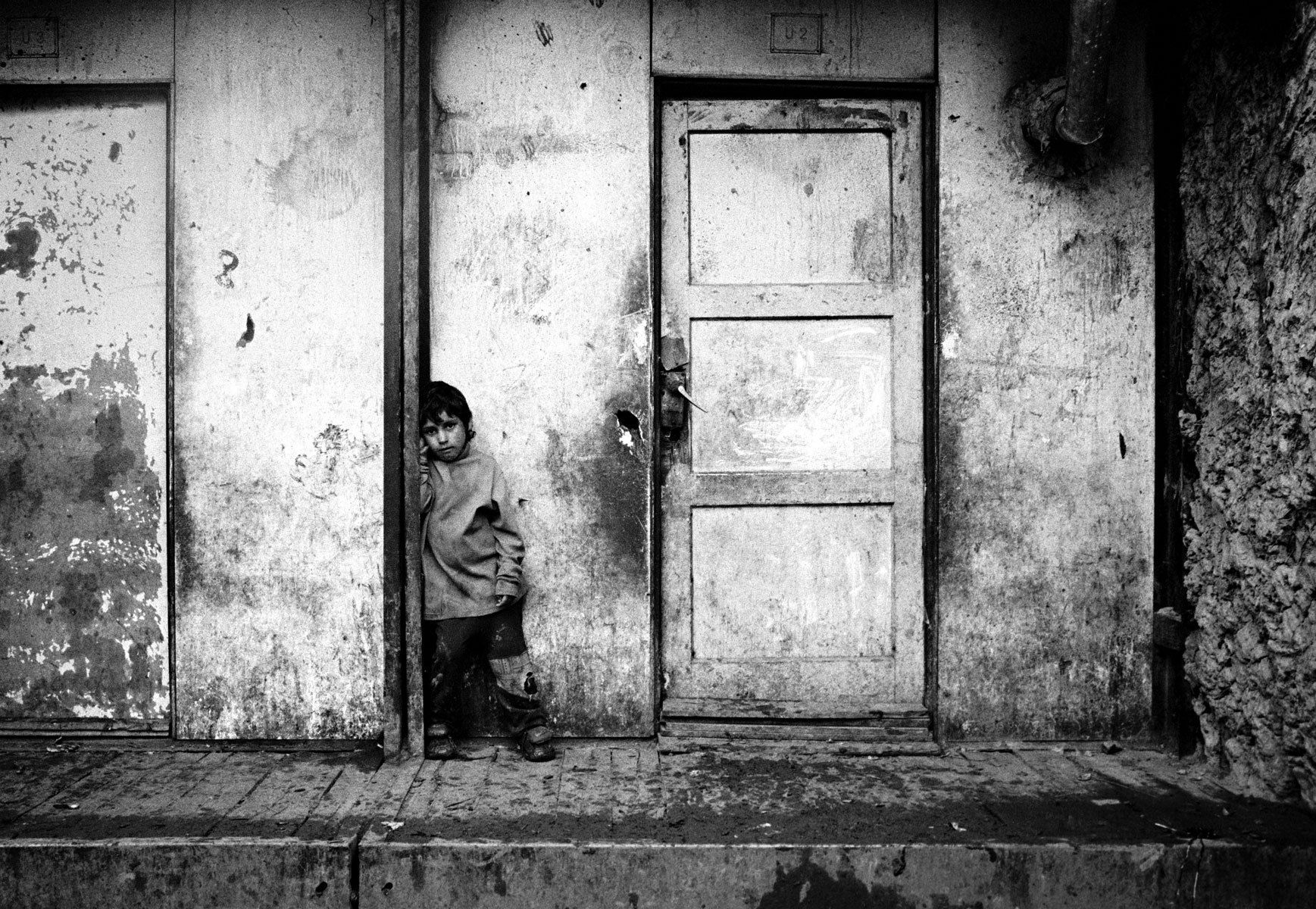 1roma_child_solitary_lonely