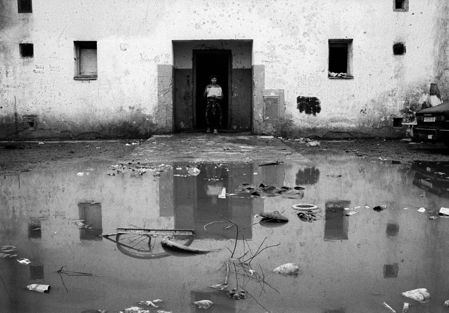1roma_garbage_reflected