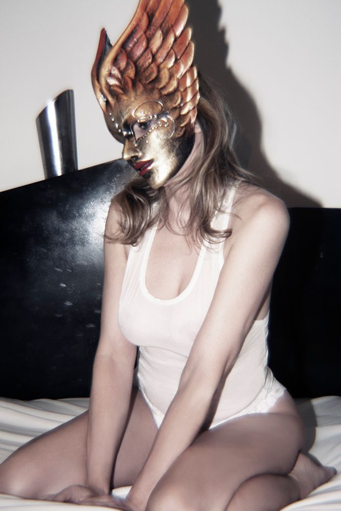 1r2013_10_28_andrea_winged_mask_442_2_