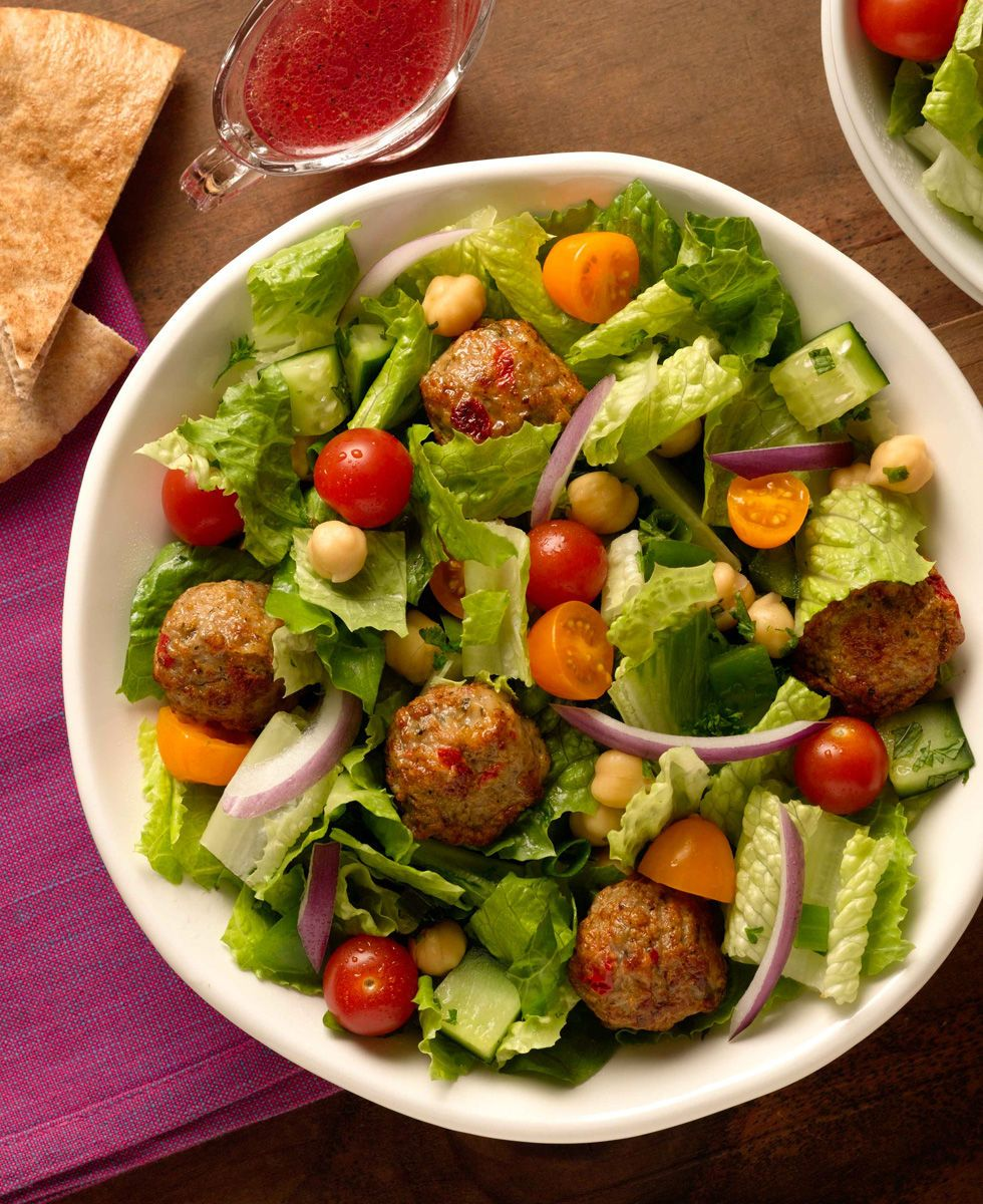 Salad with chicken meatballs