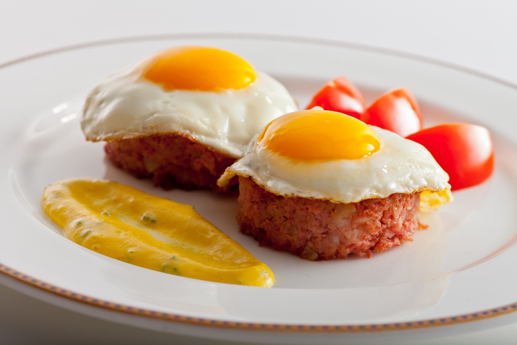 Sunny-side-up-eggs-on-corn-beef-hash-by-Chef-Michael-Garbin-Union-League-of-Chicago.jpg