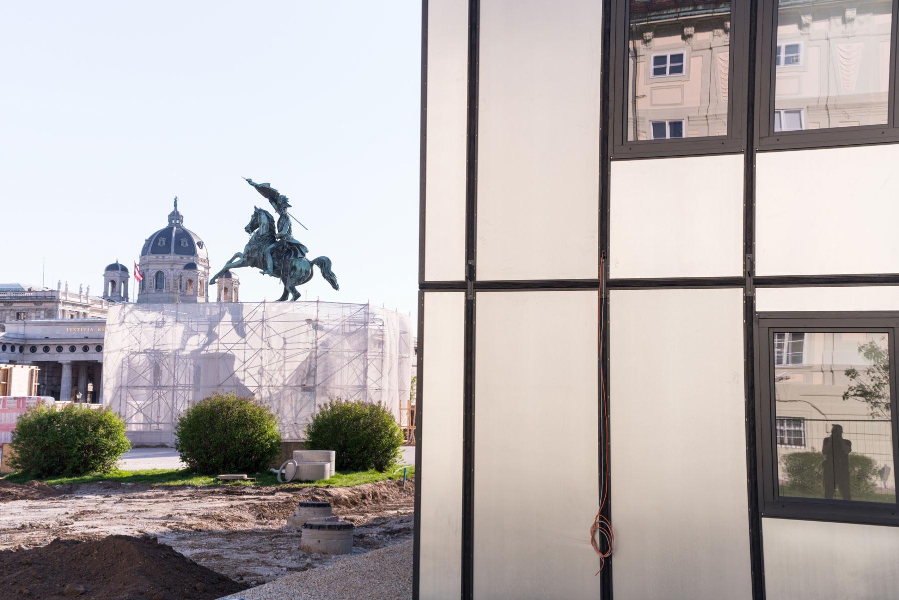 Vienna-statue-buildings.jpg