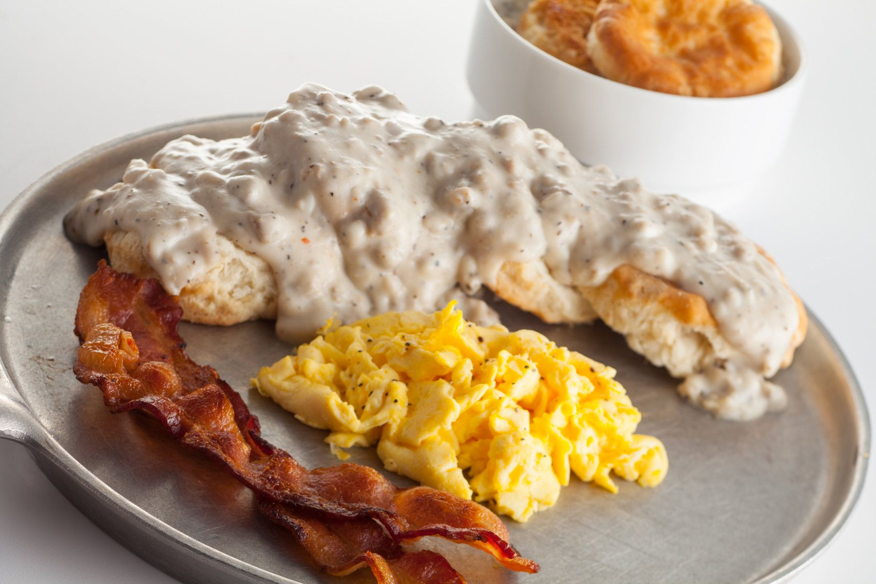 Scrambled-Edds-and-bacon-biscuits-and-grits-Gun-Lake-Casino_300.jpg