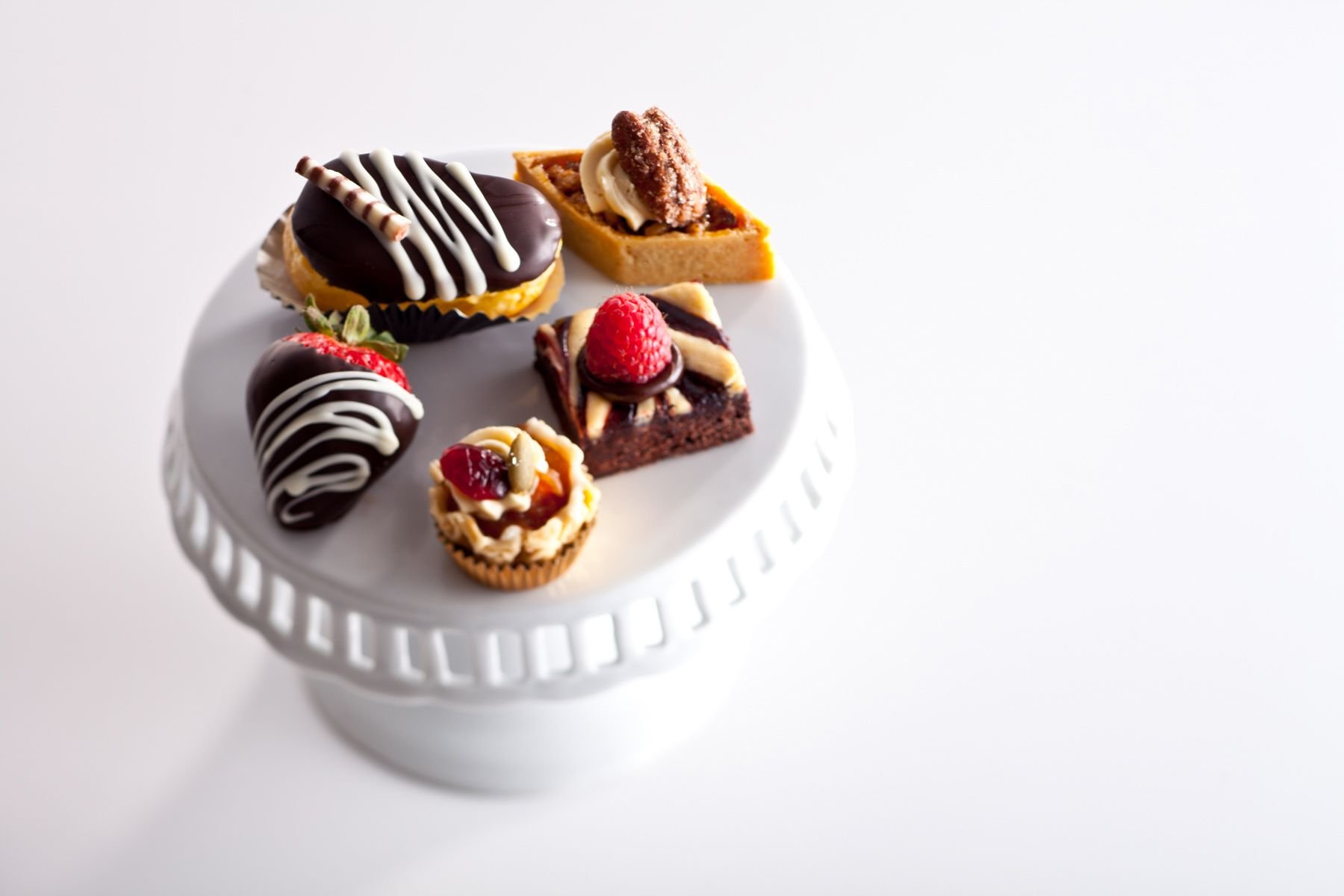 Desserts-on-pedisal-Jessica-Weiss-Union-League-of-Chicago.jpg