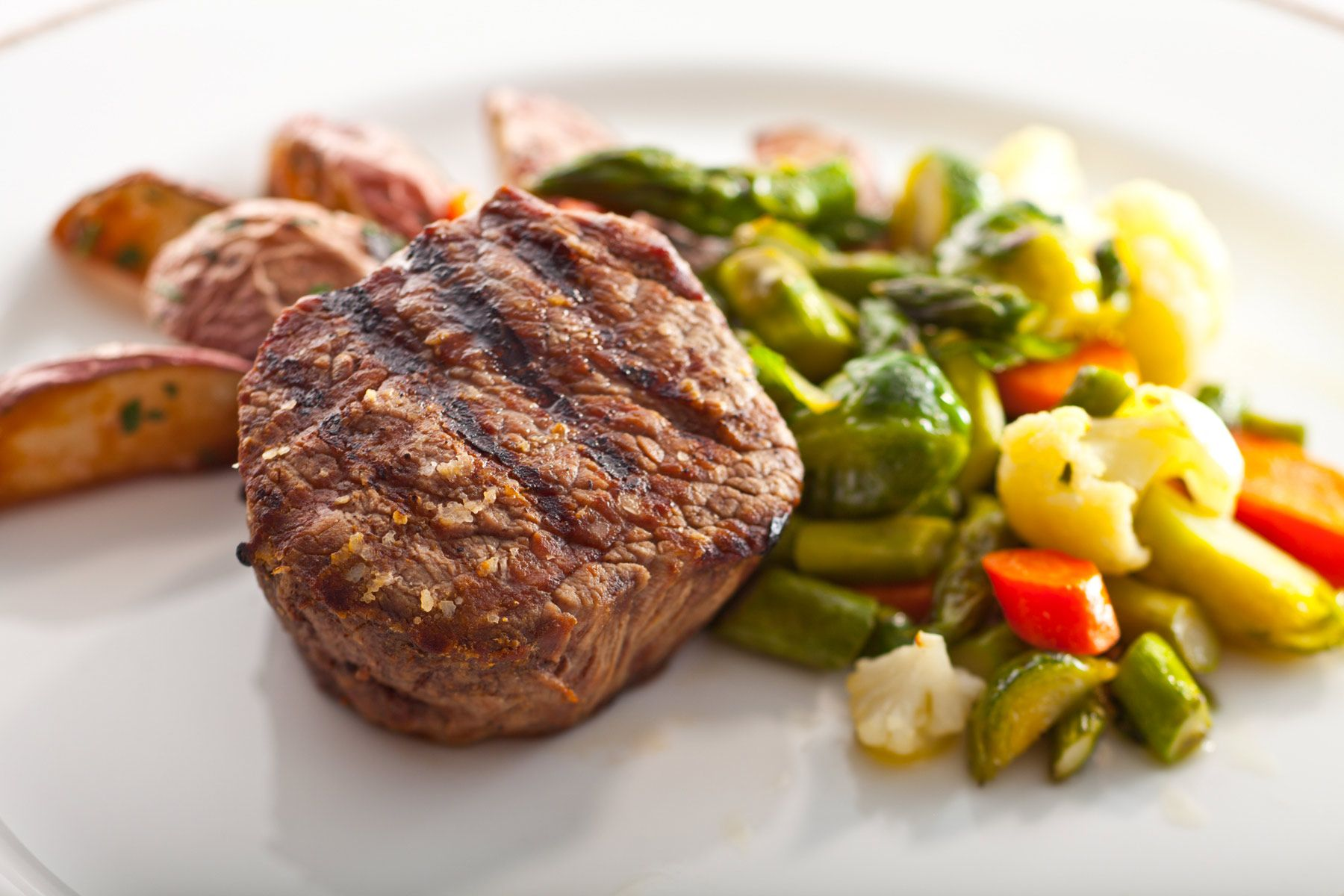 Filet-Mignon-wtih-vegetable-medle-and-fingerling-potatoes-by-Chef-Michael-Garbin-Uniion-League-of-Chicago.jpg