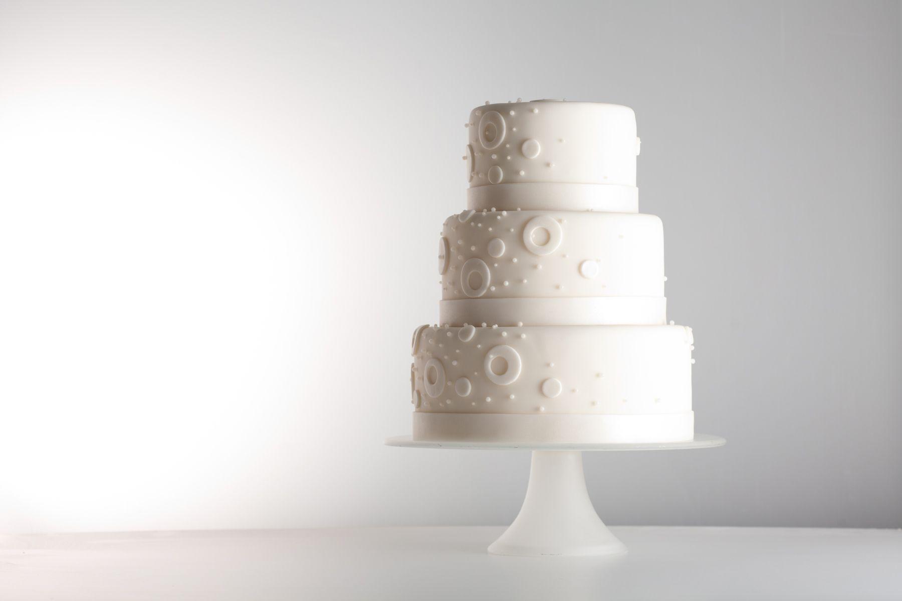 Three-tier-wedding-cake-Jessica-Weiss-Union-League-of-Chicago.jpg