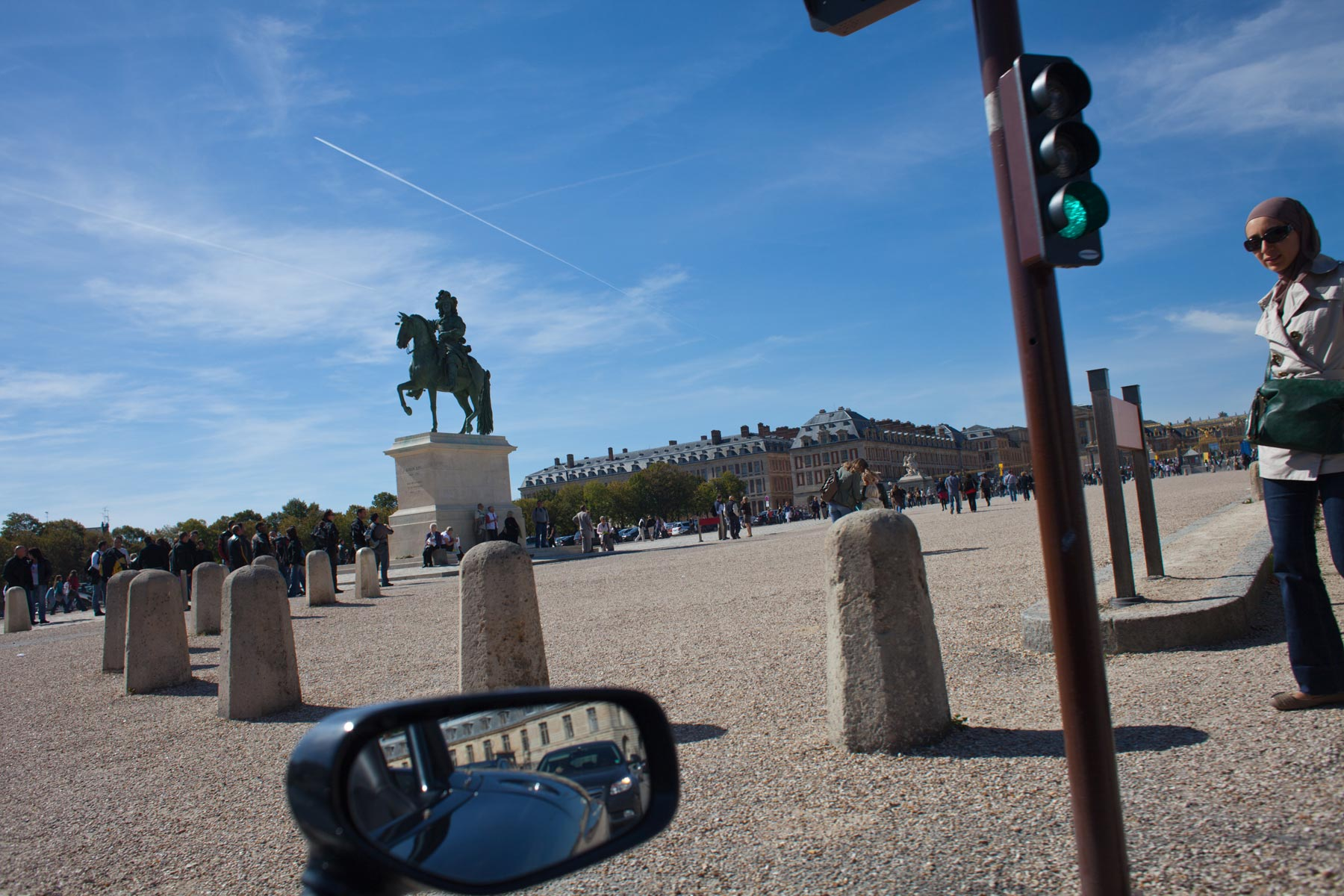 Paris-Versailles-statue-jet-trails.jpg