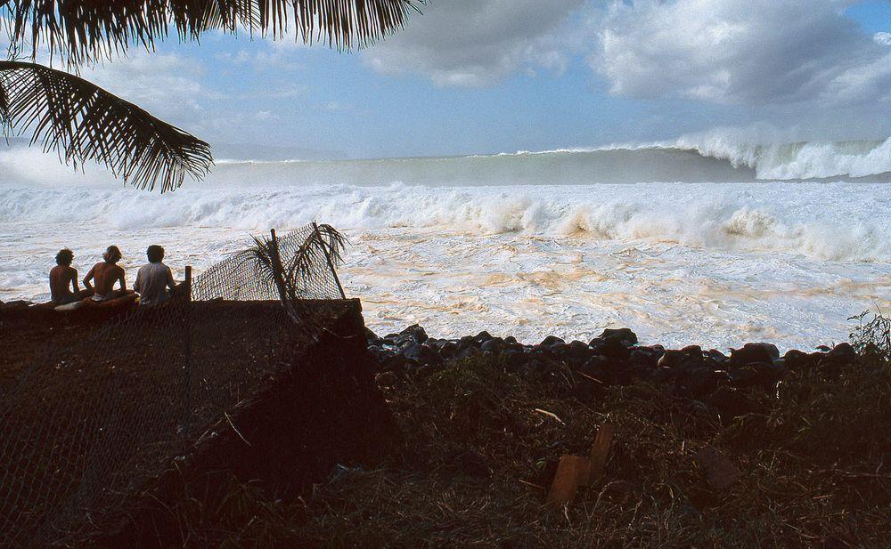 WAIMEA BAY, OAHU, HI. 1976. CLOSE OUT SET.