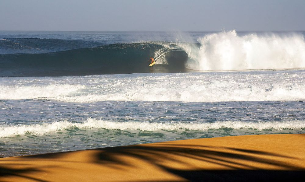 BACKDOOR PIPELINE, OAHU, HAWAII.