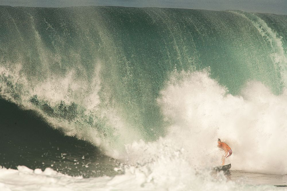 BACKDOOR PIPELINE OAHU, HAWAII. MAKUA ROTHMAN.