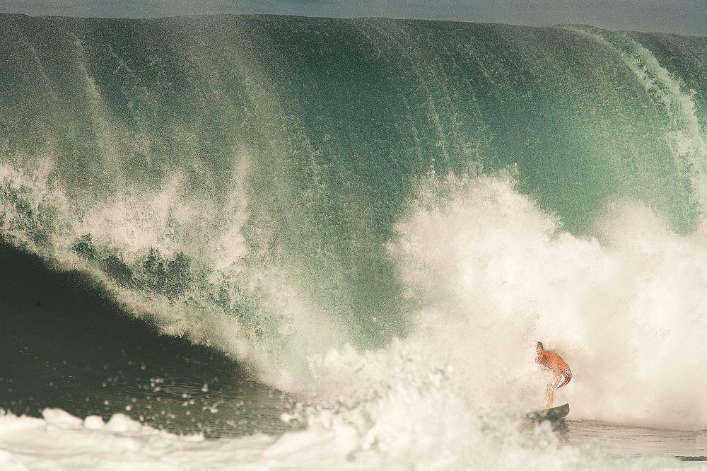 BACKDOOR PIPELINE OAHU, HAWAII. MAKUA ROTHMAN.