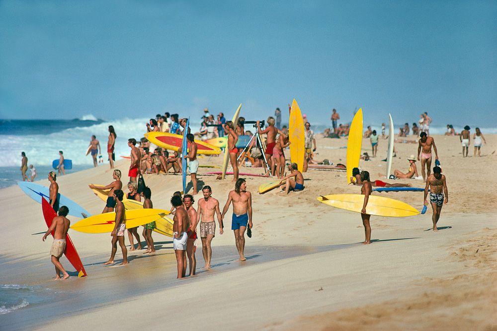 SURFERS GATHER , PIPELINE,OAHU,HI 1975 .jpg