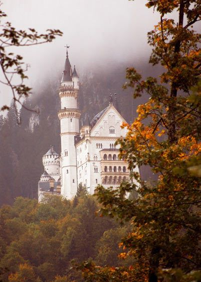 NEUSCHWANSTEIN CASTLE, MORNING MISTSCHWANGUA, BAVARIA, GERMANYIMAGE # 11417