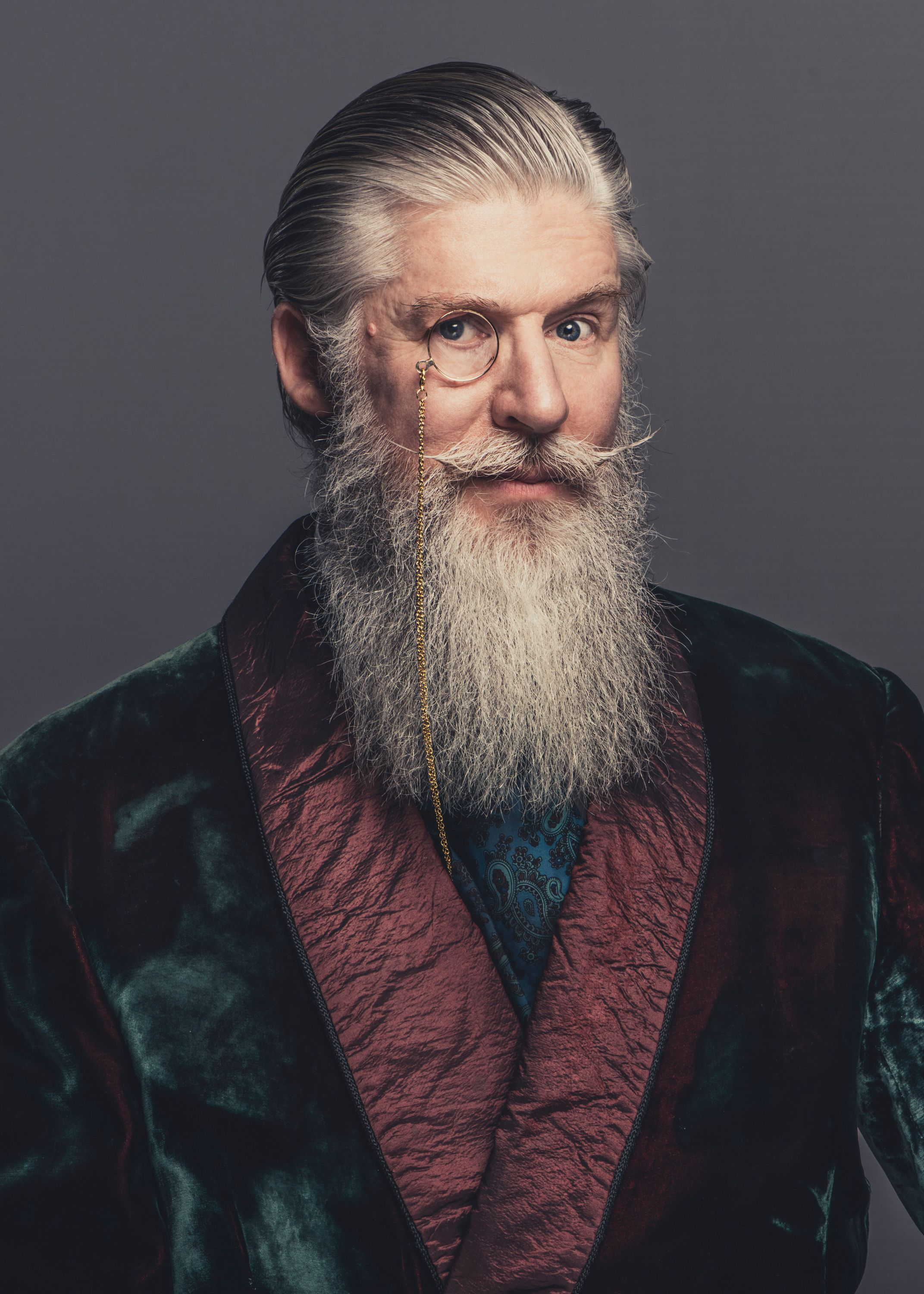 Portrait -Photographer - man with Beard.