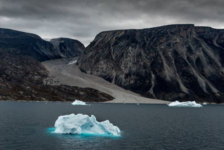 D-16-08-19-0892-(Missing-Glacier-Greenland).jpg